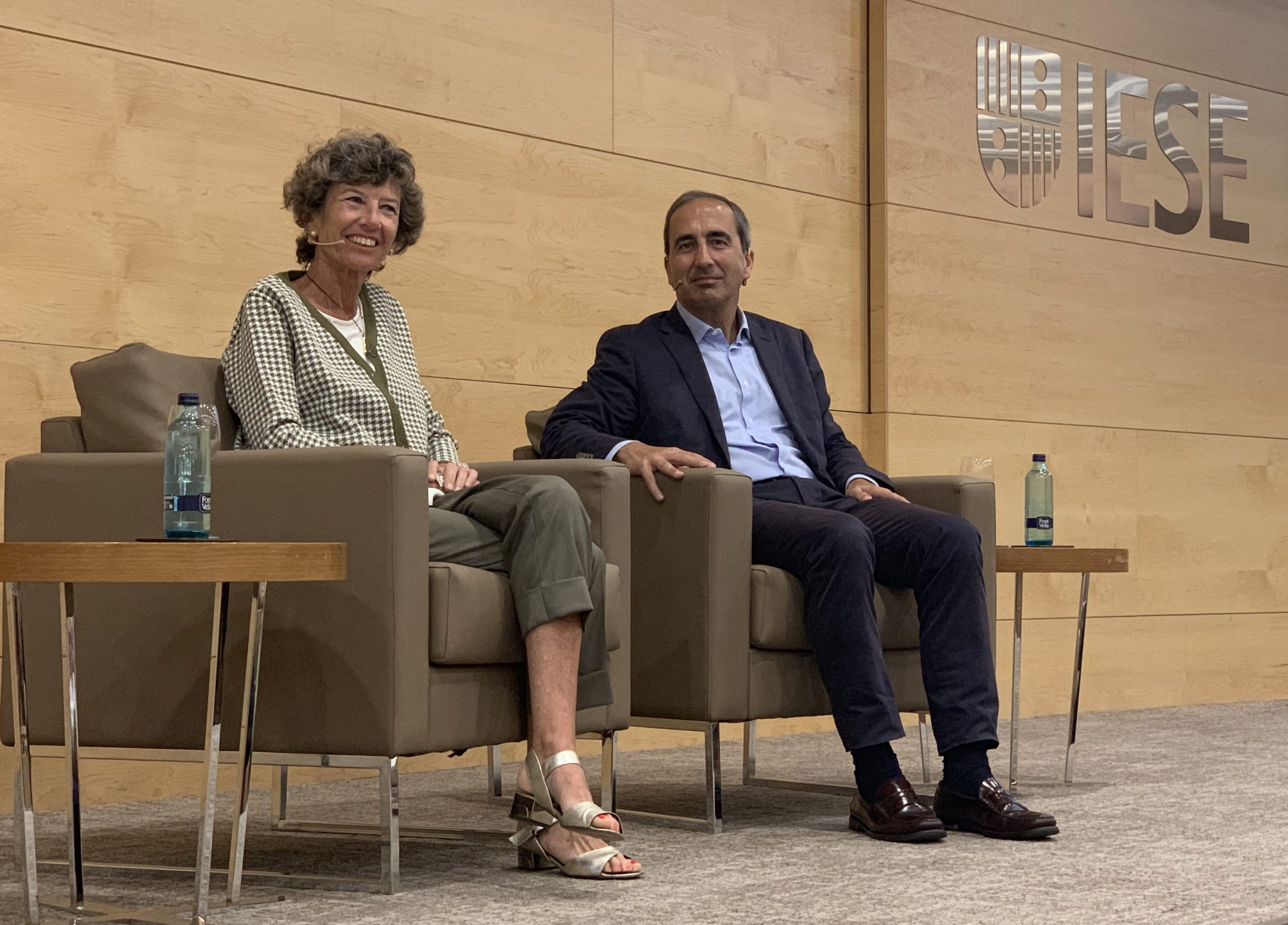 Dr. Elena Barraquer and the rector of the University of Navarra participate in a colloquium at IESE